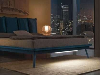 particolare del letto santorini blu